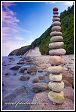 Jasmund, národní park, Německo, pyramida postavená z oblázků na pobřeží