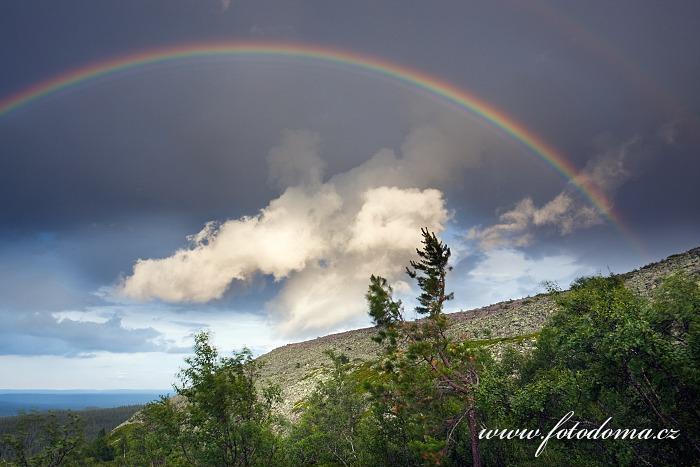 Duha po bouřce v národním parku Fulufjället