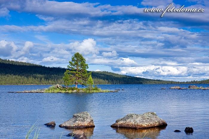 Jezero Gutulisjøen v národním parku Gutulia