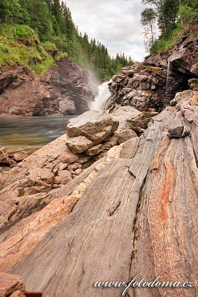 Vodopády Formofossen na řece Luru, Norsko