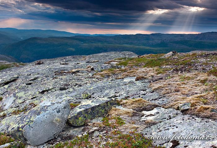 Krajina kolem jezera Eldbekkskardvatnet, Národní park Blåfjella-Skjækerfjella, Norsko