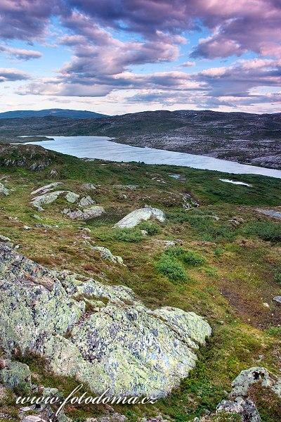 Jezero Eldbekkskardvatnet, Národní park Blåfjella-Skjækerfjella, Norsko