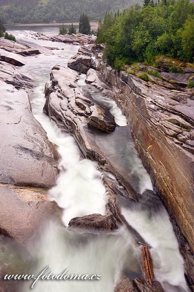 Vodopády Tømmeråsfossen na řece Luru, Norsko