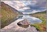 Jezero Øvre Pikhaugvatnet leží na polárním kruhu, Národní park Saltfjellet-Svartisen, kraj Nordland, Norsko