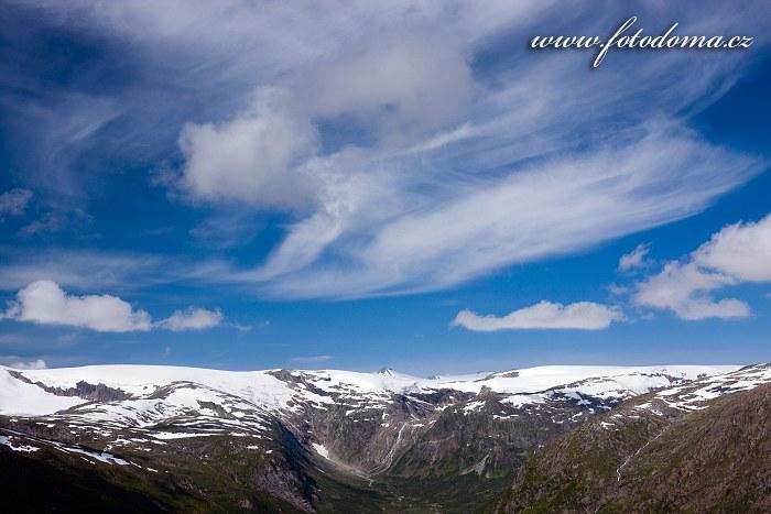 Údolí Bjellåga s ledovcem Lappbreen. Národní park Saltfjellet-Svartisen, kraj Nordland, Norsko