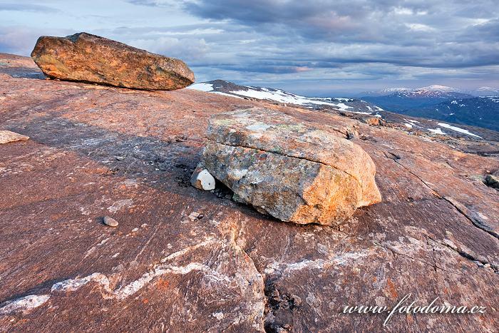 Krajina kolem údolí Blakkådal. Národní park Saltfjellet-Svartisen, kraj Nordland, Norsko