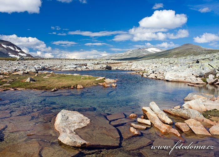 Potok Namnlauselva. Národní park Saltfjellet-Svartisen, kraj Nordland, Norsko