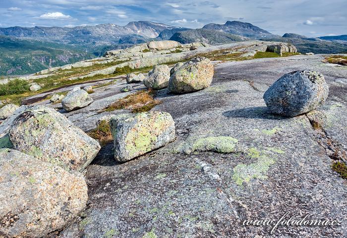 Krajina s bludnými balvany a hora Snøtoppen, národní park Rago, kraj Nordland, Norsko