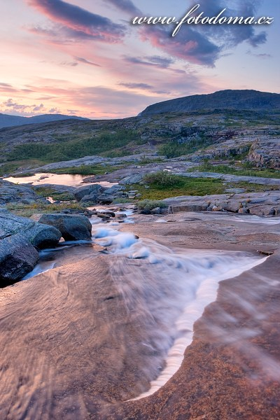 Zpěněná bystřina, národní park Rago, kraj Nordland, Norsko