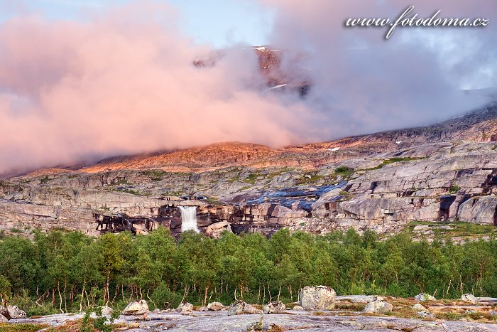 Krajina s vodopádem, národní park Rago, kraj Nordland, Norsko