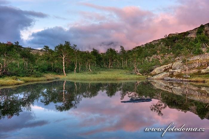 Jezírko, národní park Rago, kraj Nordland, Norsko
