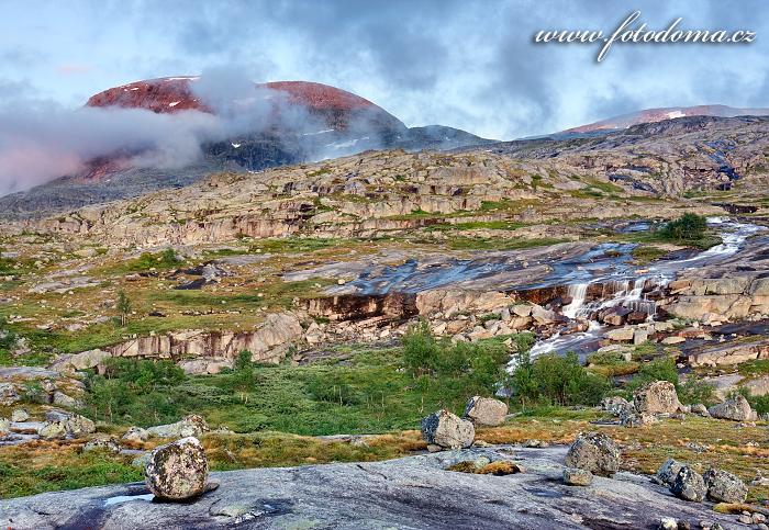 Krajina s masivem Rágotjåhkkå, národní park Rago, kraj Nordland, Norsko