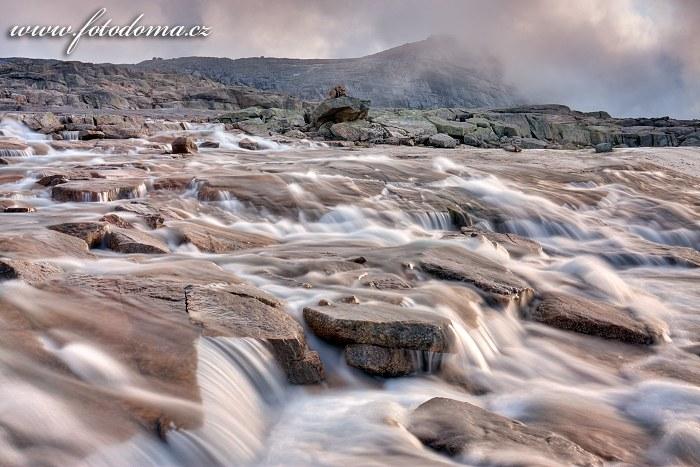 Bystřina na masivu Raga, národní park Rago, kraj Nordland, Norsko