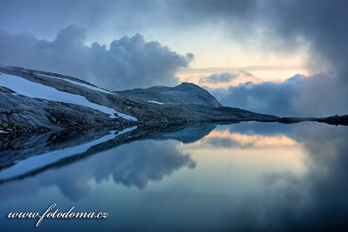 Jezero poblíž vrcholu Rago, národní park Rago, kraj Nordland, Norsko