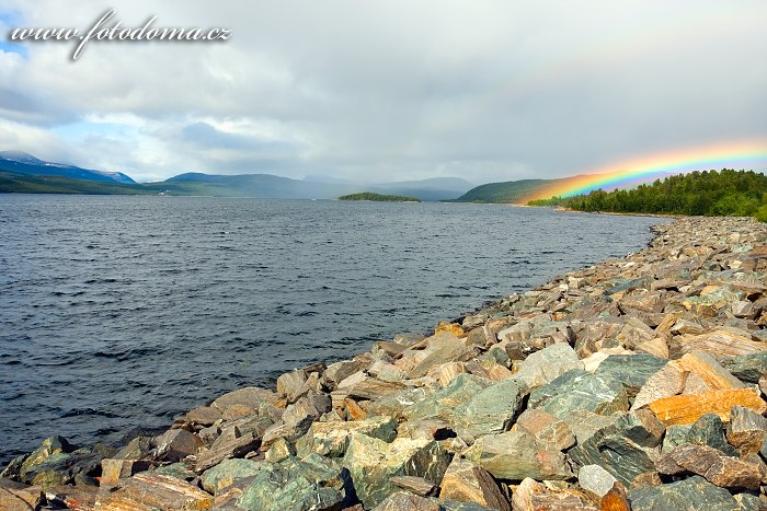 Duha nad jezerem Sädvajaure, Švédsko