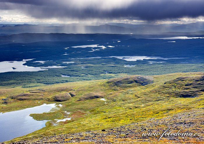 Krajina kolem jezer Gaska-Bieljaure a Badje-Bieljaure, Národní park Pieljekaise, Švédsko