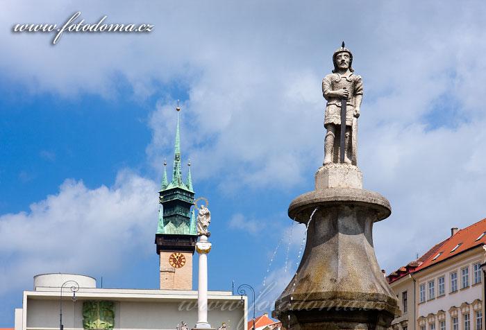 Socha na Masarykově náměstí a radniční věž, Znojmo