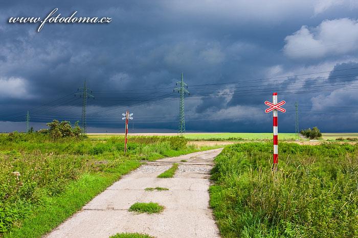 Cesta a železniční přejezd