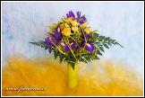 Kytice se žlutými růžemi ve váze