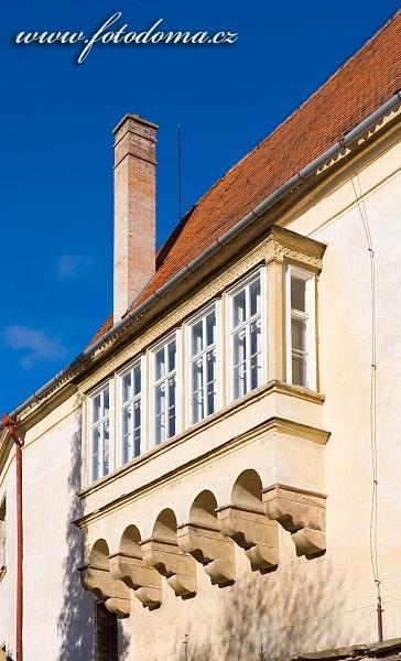 Okna zámku Lomnice, okres Brno-venkov