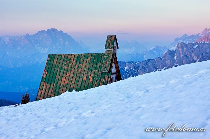 Kaplička v sedle Giau, Dolomity