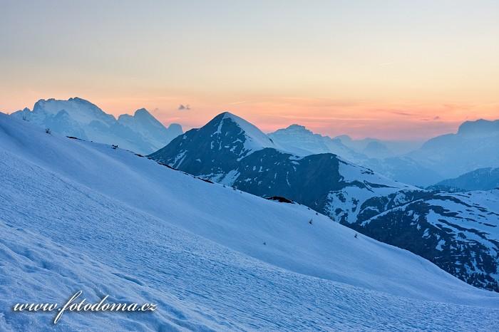 Vrcholy Marmolada a Monte Pore ze sedla Giau, Dolomity