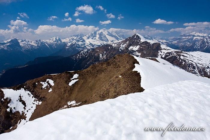 Marmolada a Monte Pore, pohled z Creste de Zonia, Dolomity