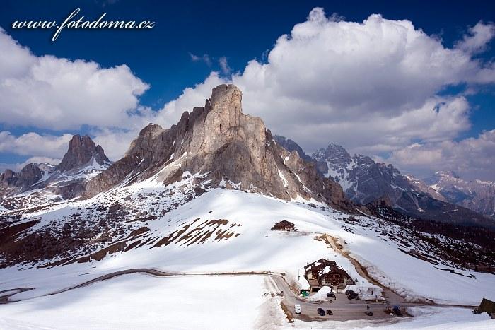 Passo Giau a Monte Averau, pohled z Creste de Zonia, Dolomity