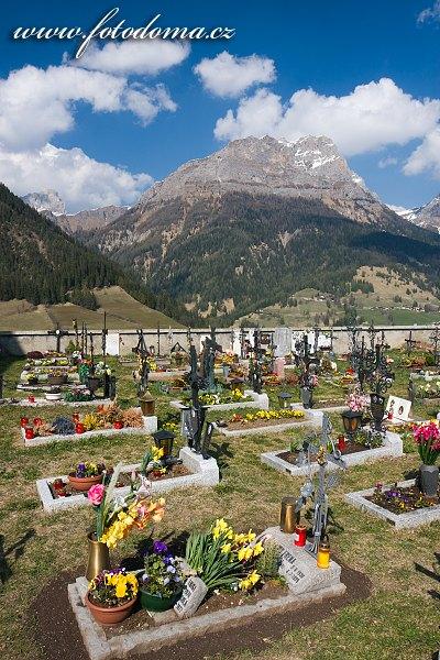 Hřbitov v Colle Santa Lucia, Dolomity, Itálie