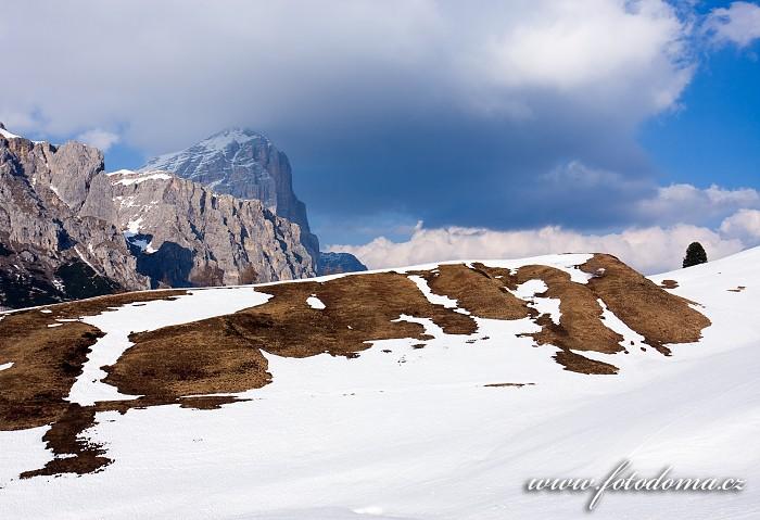 Tofana de Rozes z Passo di Falzarego, Dolomity