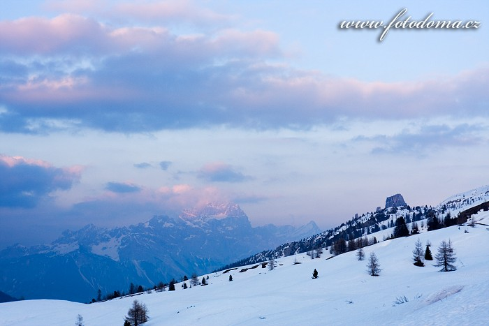 Sorapis a Cinque Torri z Passo di Falzarego, Dolomity