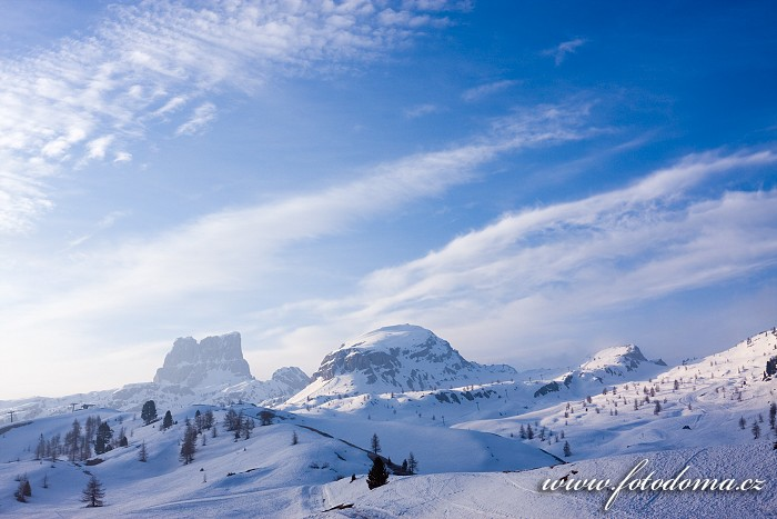 Averau a Croda Negra z Passo di Falzarego, Dolomity
