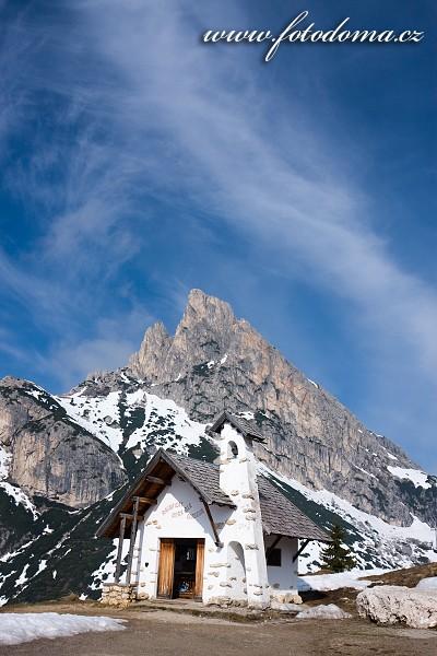 Kaple v Passo di Falzarego a Sas de Stria, Dolomity