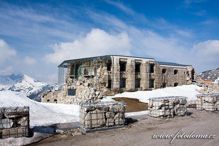 Pevnost Forte Tre Sassi, vojenské museum, u Passo di Valparola, Dolomity