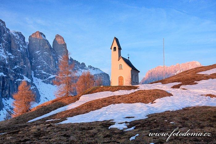 Kaple sv. Mořice v Passo Gardena (Grödner Joch), Dolomity