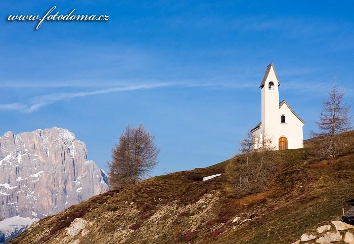 Kostelík svatého Mořice v Passo Gardena (Grödner Joch), Dolomity