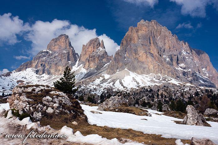 Sasso Lungo (Langkofel) z Passo di Sella (Sellajoch), Dolomity