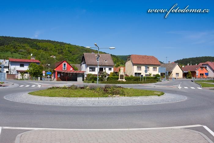 Kruhový objezd v Ludkovicích