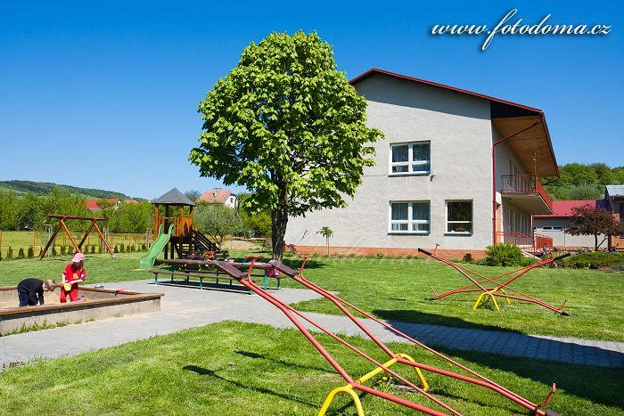 Dětské hřiště u mateřské školy v Ludkovicích