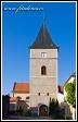 Kostel Všech svatých s třípatrovou věží v Mohelně