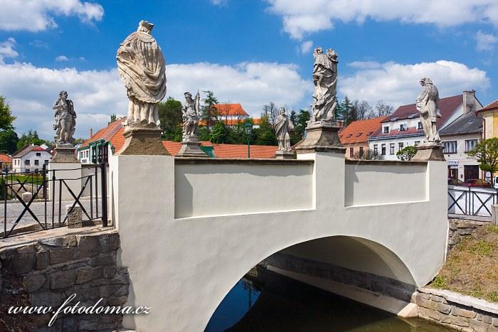 Renesanční cihlový most z 16. století na náměstí, Brtnice
