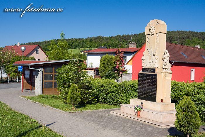 Pomník u kruháče v Ludkovicích