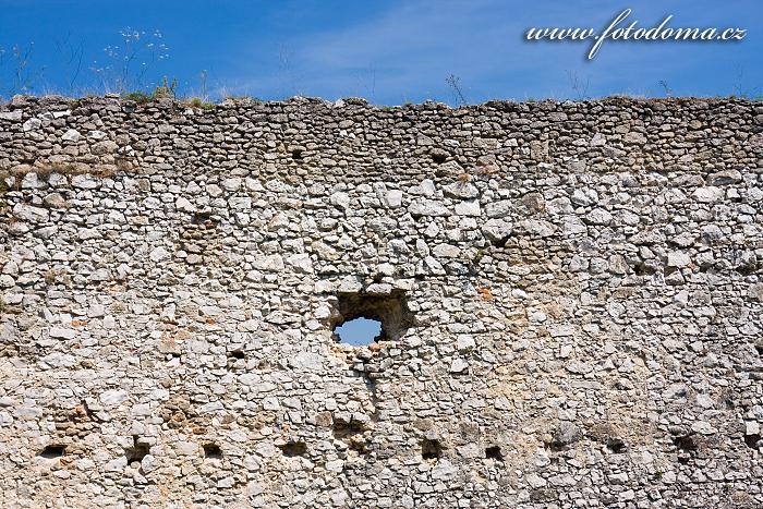 Zeď hradu Čachtice, Slovensko