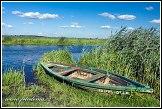 Loďka a řeka Narew u vesnice Waniewo, Narwianski národní park, Narwianski Park Narodowy, Polsko