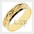 Snubní prsten ze žlutého zlata s jemnými příčnými drážkami na povrchu, s měňavými fazetkami a rytinami