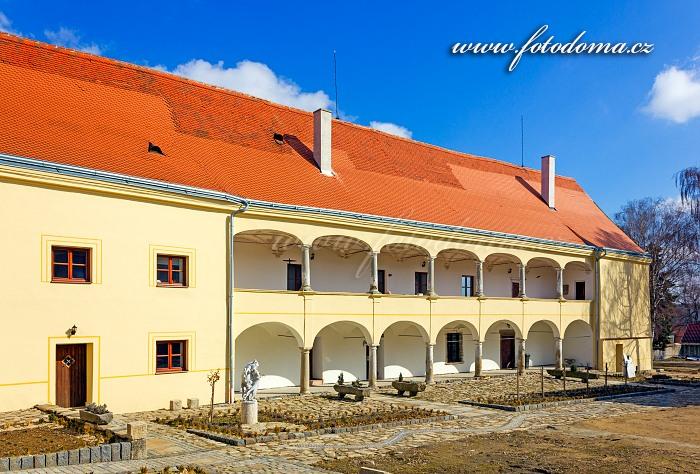 Zámek Slatina, okres Znojmo, Jihomoravský kraj