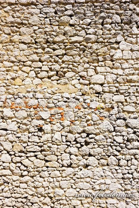 Zeď, zřícenina Sirotčí hrádek, Národní přírodní rezervace Tabulová, Růžový vrch a Kočičí kámen, CHKO Pálava, okres Břeclav, Jihomoravský kraj, Česká republika