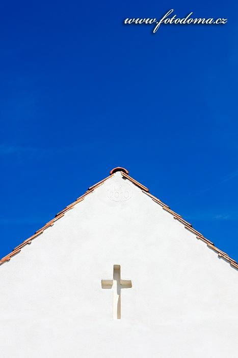 Štít domu s křížem, Klentnice, okres Břeclav, Jihomoravský kraj, Česká republika