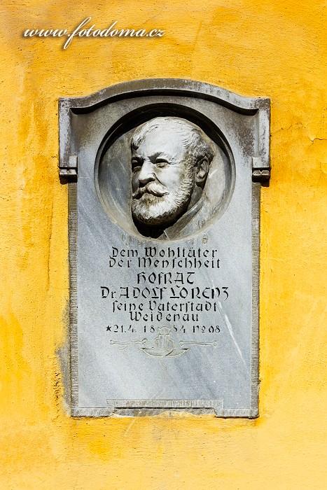 Pamětní deska Dr. Lorenze na Mírovém náměstí na domě č.p. 66, Vidnava, okres Jeseník, Olomoucký kraj, Česká republika