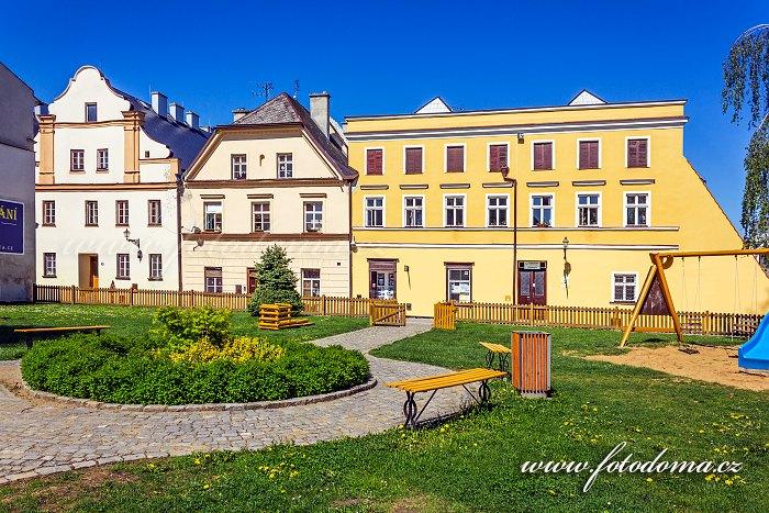 Dětské hřiště a turistická ubytovna v Radniční ulici, Vidnava, okres Jeseník, Olomoucký kraj, Česká republika
